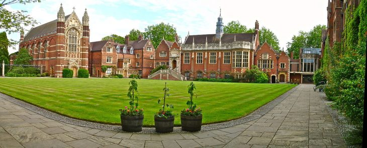 Cambridge - Selwyn College - Old Court